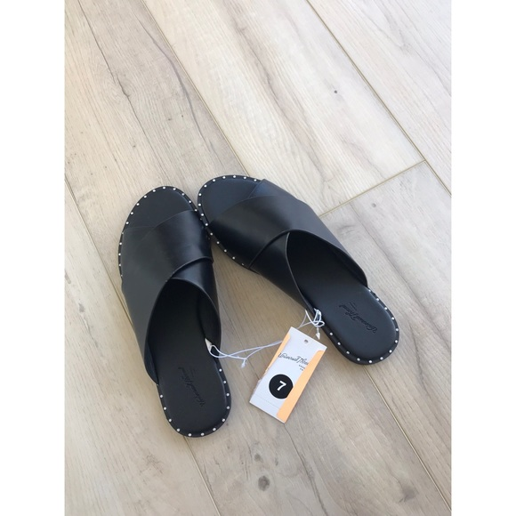 04ff0bed184f Kyleigh Cross Band Slide Leather Sandals. NWT. Universal Thread